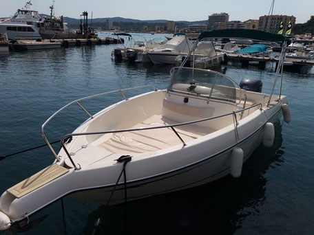 Louer un bateau Jeanneau Cap Camarat 705 avec un 200 cv Yamaha chez Mistral plaisance Location au départ du Lavandou
