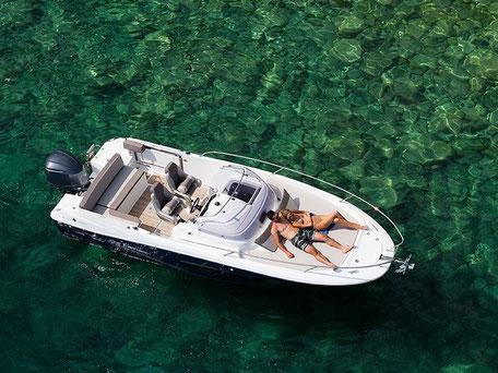Louer un bateau Jeanneau Cap Camarat 7.5 wa + 225 Mercury chez Mistral plaisance Location au départ du Lavandou