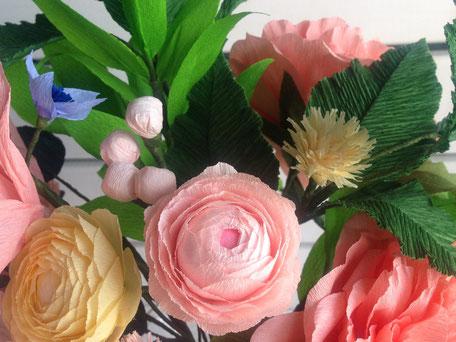 Ramo de flores de papel variado