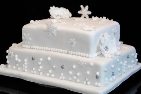 Elegante, weiße 2stöckige Torte