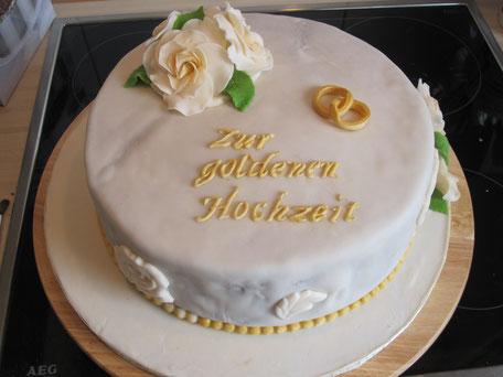 Hochzeitstorte Goldhochzeit Champagner Ringe Rosen Perlen