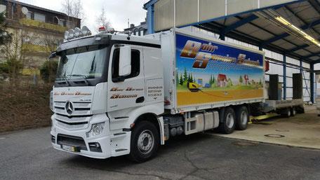 Versorgungs-LKW mit Tiefladerfür Horizontalbohrgerät