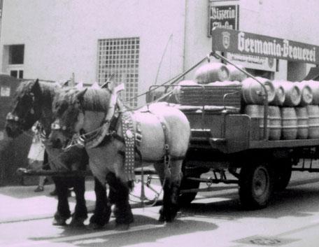 Bieranlieferung Pizzeria Italia Gertrudenstraße um 1975