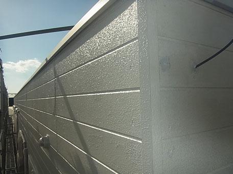 熊本市〇様家の外壁塗装作業中。薄グレーカラー