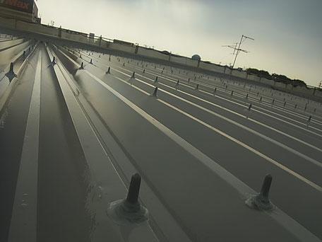 金属・折板屋根シリコン塗装完成後の防水キャップ取り付け