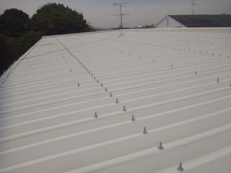 金属折板屋根遮熱塗装完成。熊本市の物件