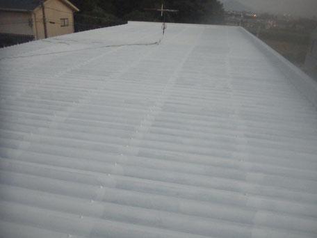 金属・折板屋根サビ止め塗装。エポキシ樹脂塗料使用。