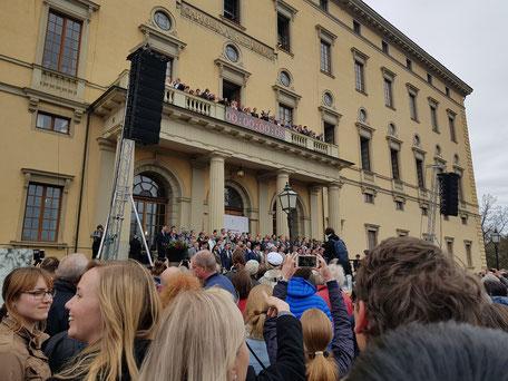 Der Frühling wird in Uppsala am 30.April an der Universitätsbibliothek begrüßt