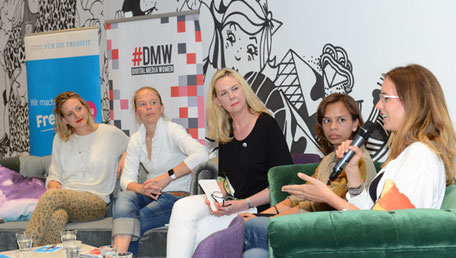 v.l.n.r. Daniela Quilitzsch (Social Impact Lab Hamburg), Anke Nehrenberg (kommitment GmbH & Co. KG), Christiane Brandes-Visbeck, Aisa Mijeno (SALT) und Sabela García Cuesta (Next Media Accelerator). Foto: Harald Kirschner