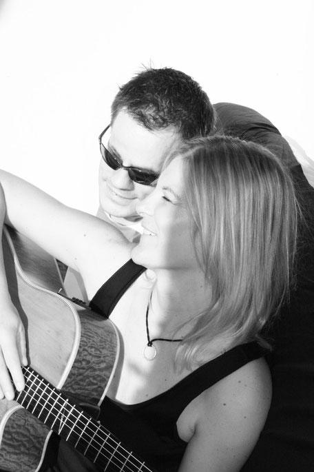 Saitenblick: Zwei Stimmen - Zwei Gitarren - Ein Duo.