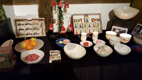Schalen und Teller auf dem Weihnachtsmarkt in der Heimatstube Menden