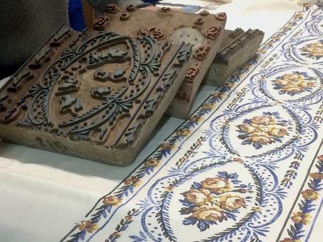 Exposition techniques impression textile à Labastide Rouairoux aux Toiles de la Montagne Noire, collection de planches anciennes