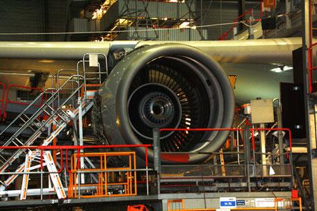 Check A 330-Triebwerk (Airbus) durch Lufthansa Technik in Hamburg. Foto: Helge Stroemer