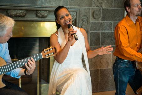 Brasilianische Band Emoção mit Sängerin Felicia Touré spielt Bossa Nova, Musica Popular Brasileira, Brasilian Pop