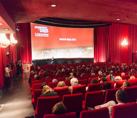 Auch die Karlsruher Kinos wie die Schauburg haben schon seit Monaten solch vollen Ränge nicht mehr gesehen. (Bild: FugeFoto)