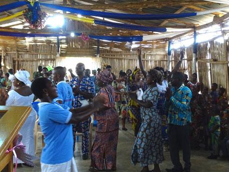 Freudige Gottesdienstfeier in Kpaliné