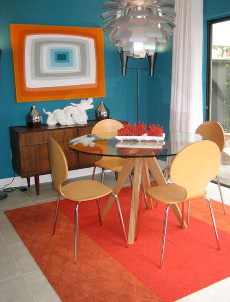 Colores violeta y amarillo para decorar tu hogar