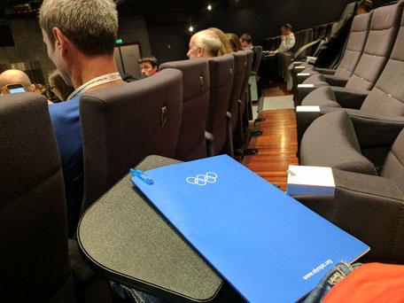 Schreibblock mit Olympischen Ringen bein IOCprev2017