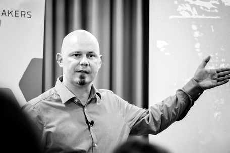 Anton Dörig: Experte & Berater | Keynote Speaker & Autor für mehr Präsenz & Essenz in der Führung --> Präsenzielle Führung!®