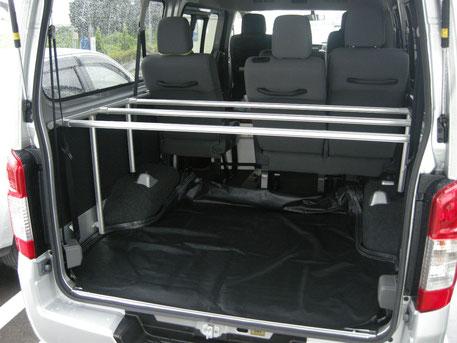 NV350 車中泊 ベッド