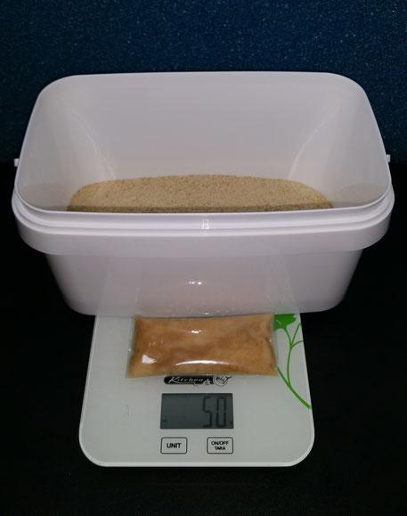Eimer mit 250 Gramm Paniermehl und dem Zuchtansatz