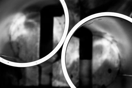 Particolare di due cilindri ripresi dall'alto affinchè formassero il simbolo dell'infinito.