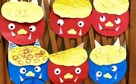 モンテッソーリの活動で0~1才児が作った鬼のお面は個性的でひとつとして同じものはありません。いろいろな表情がたのしいですね。