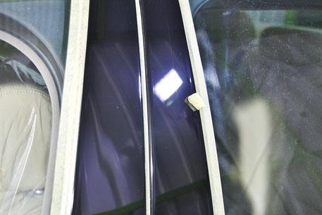 ジャガーXJ8のBピラー磨き後 埼玉