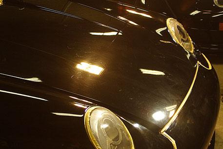 993RS黒の傷 白ボケた塗装 ソリッドブラックのポルシェ 濃色車の洗車傷