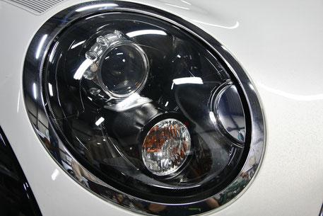 曇っていたミニのヘッドライトが磨きで新品の透明感