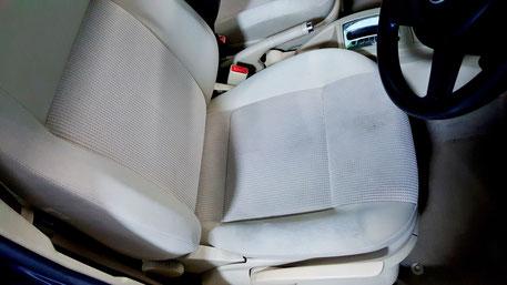 ベージュのシート汚れ ポロ