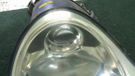ポルシェ996ターボの黄ばみ・くすみ・ひびが目立つヘッドライト 埼玉所沢の車磨き専門店