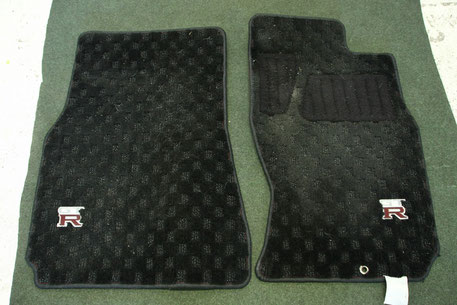GT‐Rのフロアマットの汚れ 運転席・助手席 猫の毛