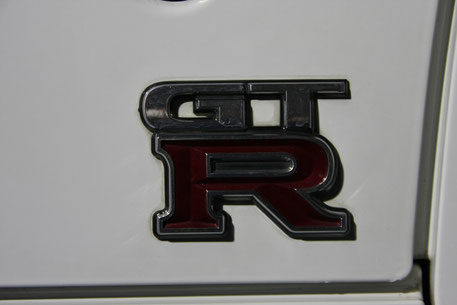 スカイラインGT‐R34のエンブレム汚れ
