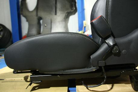 GT‐Rの革シートのカビ除去 サイド