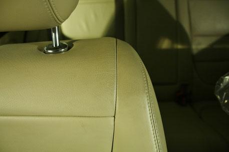 ジャガーのシートのテカリ汚れ