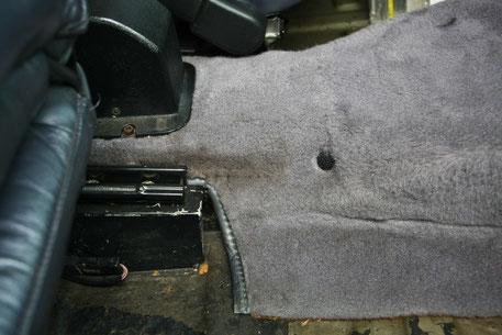 ポルシェ930のフロアカーペットの染み汚れ