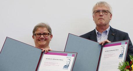 Für ihre Arbeit im Sozialzentrum St. Peter in Duisburg-Hochfeld wurden stellvertretend Schwester Martina Paul und Klaus Peter Bongardt ebenfalls mit dem Heinrich-Brauns-Preis ausgezeichnet. (Fotos: Nicole Cronauge | Bistum Essen)