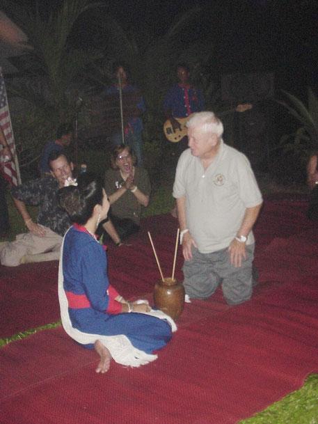 2002. NAKHON PHANOM ISSAN PHU-THAI. FÊTE DES AMIS AMERICAINS.  C* JOHN SWEET