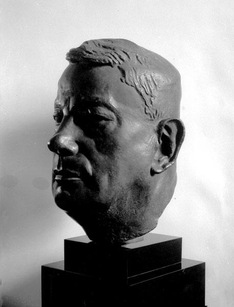 TARDIEU PAR LE  MAÎTRE VU CAO DAM (1908-2000). OFFERT PAR ALIX TUROLLA-TARDIEU à L'ECOLE DES BEAUX-ARTS DE HANOI. PHOTO D'EPOQUE CONSERVEE DANS LES ARCHIVES DU MAITRE  ET TRANSMISE PAR SA FILLE, Mme YANNICK VU JAKOBER. AVEC NOS REMERCIEMENTS EMUS.