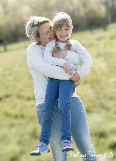 Familienfoto mit Baby aus Familienfotoshooting Hamburg