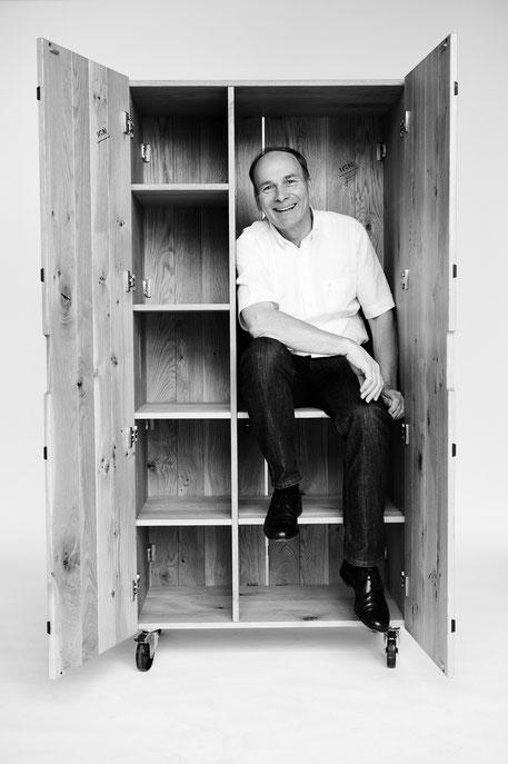 IGN CASE Schrank auf Rollen, mit 2 Türen, Massivholz, Markus Ign. Müller, Designer
