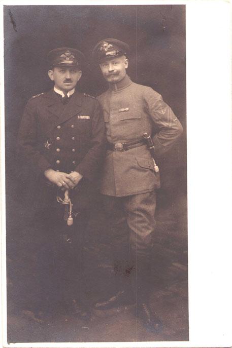 Portepeeunteroffiziere der Marine (zeitg. Photo) links der Eiserne Halbmond, weitere Dekorationen an der Feldspange
