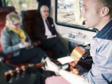 Muzikale begeleiding van een bijzondere treinrit.