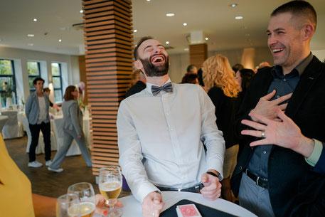 Ein Tischzauberer bei der Arbeit: Marc Dibowski