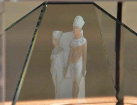 Vision en 3 D du couple Akhenaton-Nefertiti à partir d'une statuette conservée au musée du Louvre
