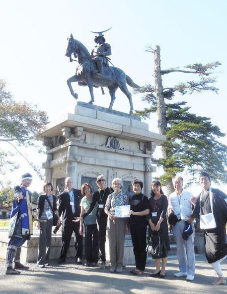 International conference guided excursion, at the statue of Date Masamune on horseback in the Site of Sendai Castle, with Squad Date Bushotai.