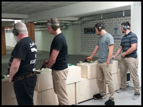 v.l.n.r.: Linder Günter, Feurstein Max, Franzelin Michael und Eberle Johannes beim Pistolenschießen in der LSS-Dornbirn