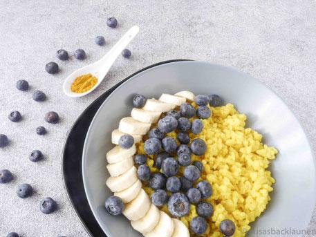 Veganer Kurkumareis mit Früchten