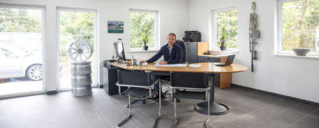Damm-Fahrzeugtechnik / Audi RS4 / Tuning / Büro